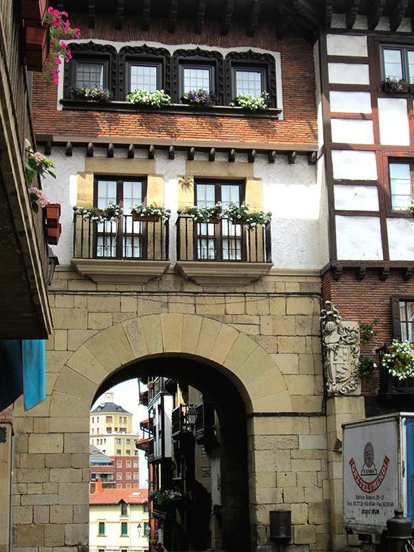 The flat we've rented is next to this gateway in the old town